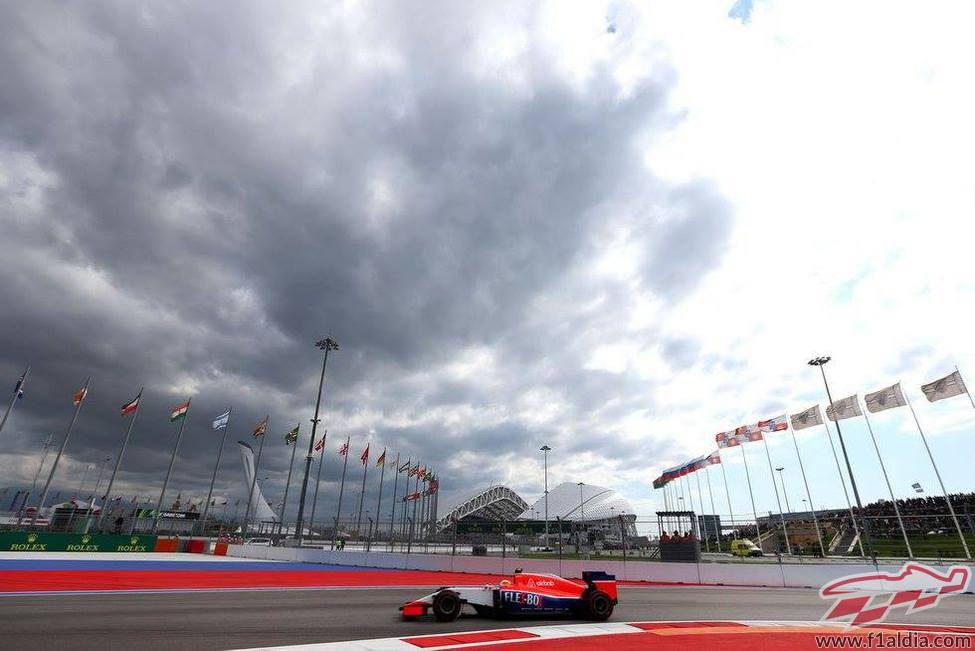 Roberto Merhi comete un error en su vuelta rápida