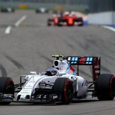 Valtteri Bottas abre hueco respecto de los pilotos de Ferrari