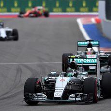 Rosberg completa unas primera vueltas estupendas con su monoplaza