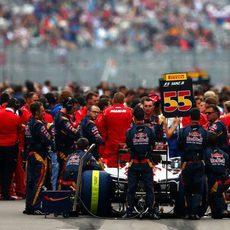 Carlos Sainz en la parrilla de salida