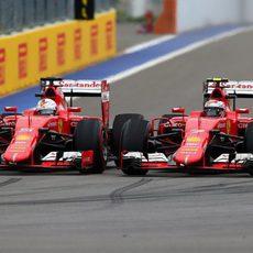 Los Ferrari rodando rueda con rueda