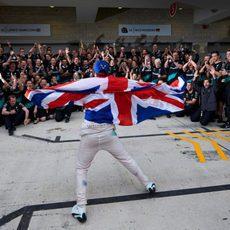 Lewis Hamilton celebra su tercer mundial de F1