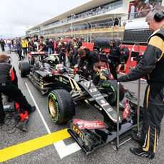 Pastor Maldonado en su posición de la parrilla antes de la salida