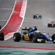 Marcus Ericsson luchando con un Williams