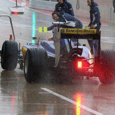 Marcus Ericsson bajo la intensa lluvia