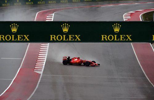 Kimi Raikkonen salva quedarse cruzado en la pista
