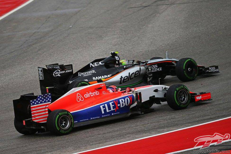 Alexander Rossi luchando con el Force India