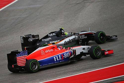 Alexander Rossi luchando con el Force India
