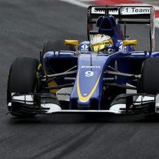 Marcus Ericsson trazando una curva en los L3