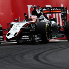 Nico Hulkenberg rodando cerca de los muros