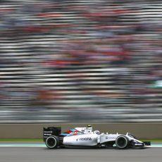 Valtteri Bottas rueda con su FW37