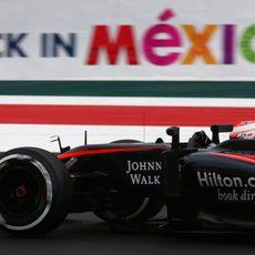 Jenson Button tuvo muchos problemas en los libres 3