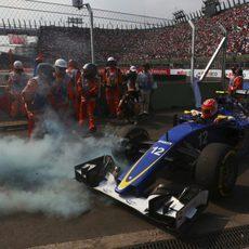 Felipe Nasr no acaba el GP de México 2015