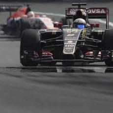 Romain Grosjean sufriendo por las altas temperaturas de los frenos