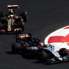 Pastor Maldonado ataca a Nico Hulkenberg