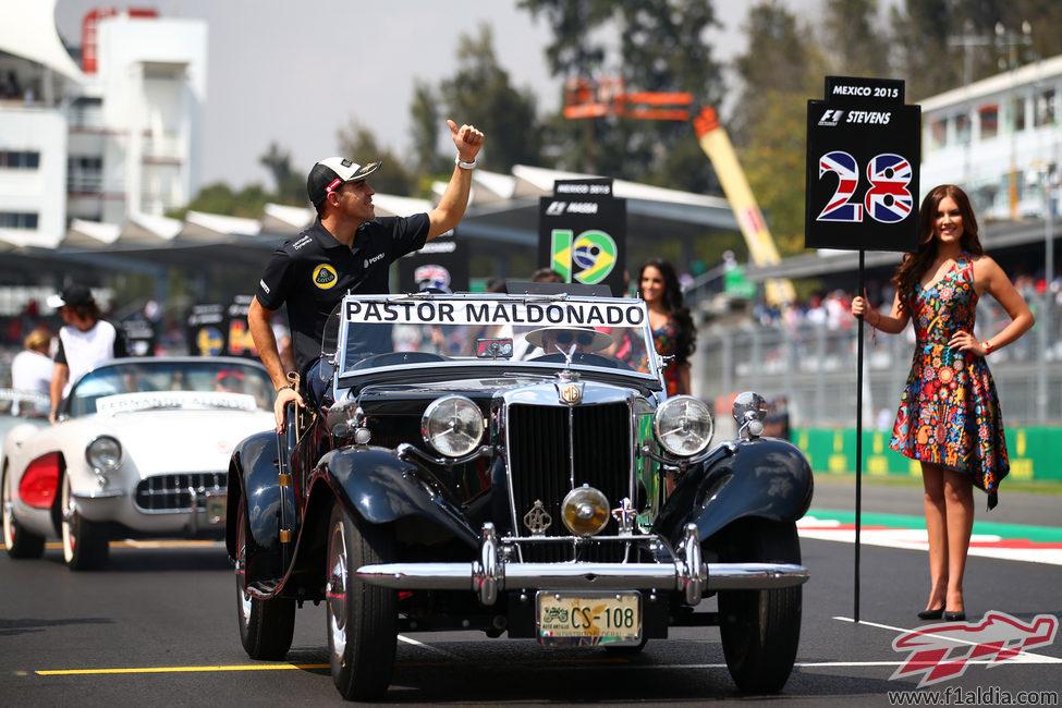 Pastor Maldonado en el drivers parade