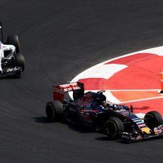 Max Verstappen luchando con Felipe Massa