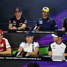 Los pilotos en la rueda de prensa de la FIA