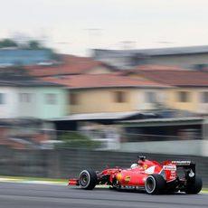 Sebastian Vettel con São Paulo al fondo
