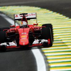 Sebastian Vettel subiéndose a los pianos