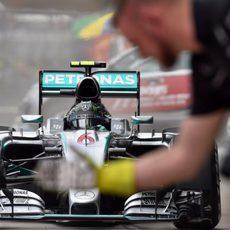 Nico Rosberg volviendo a su garaje