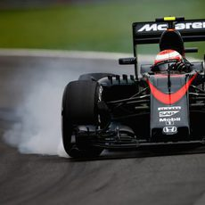 Jenson Button pasándose de frenada