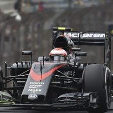 Jenson Button realizando evaluaciones aerodinámicas
