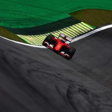 Kimi Raikkonen con problemas en la curva 11