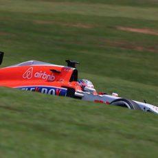 Will Stevens luchando con los neumáticos
