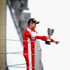 Sebastian Vettel dedica el podio a Ferrari