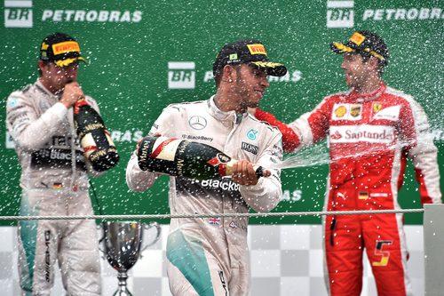 Celebraciones en el podio para Vettel, Rosberg y Hamilton