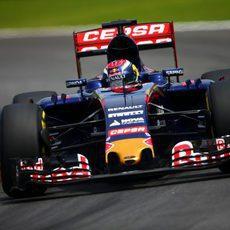 Max Verstappen rodando durante la sesión de clasificación