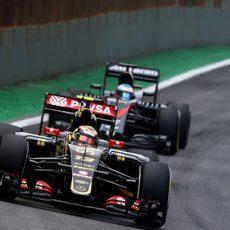 Fernando Alonso corriendo en Interlagos