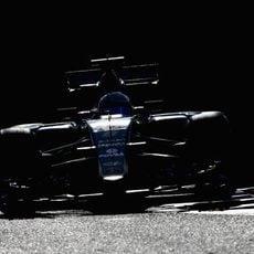 Romain Grosjean sufre problemas en plena Q2