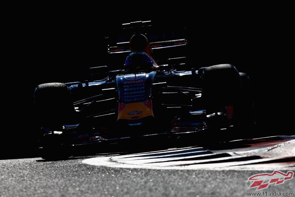 Daniel Ricciardo exprime sus neumáticos blandos