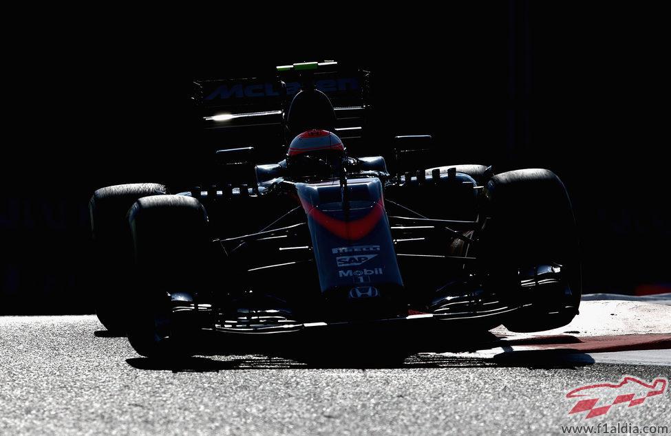 Jenson Button clasifica en 12ª posición