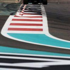 Roberto Merhi apurando los límites del circuito