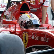 Sebastian Vettel terminando su trabajo en pista