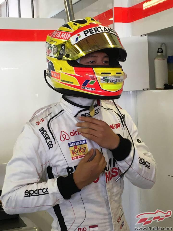 Rio Haryanto concentrado en el tets de Pirelli