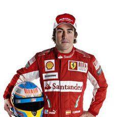 Fernando Alonso vestido de rojo
