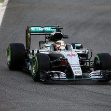 Lewis Hamilton no tarda en probar el nuevo W07 Hybrid en Barcelona