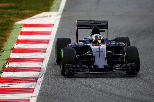 Un Toro Rosso sin patrocinadores salta a pista en Barcelona