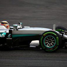 Mercedes optaba por los intermedios para sus primeras vueltas