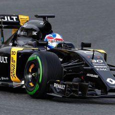 Renault sorprendía con el negro para la pretemporada