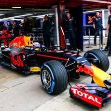 Trabajo en el box del equipo Red Bull