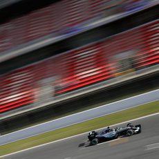 Nico Rosberg pasa por línea de meta