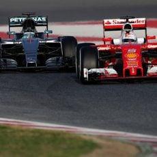 Encuentro en pista de Nico Rosberg y Sebastian Vettel