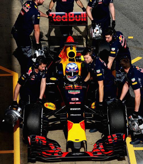 El equipo Red Bull al completo trabaja por volver a luchar por victorias
