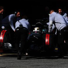 Mucho trabajo para Mercedes a pesar de ir por delante