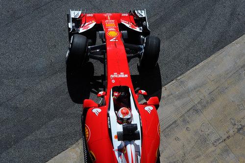 Trabajo aerodinámico para el Ferrari en las primeras horas del día